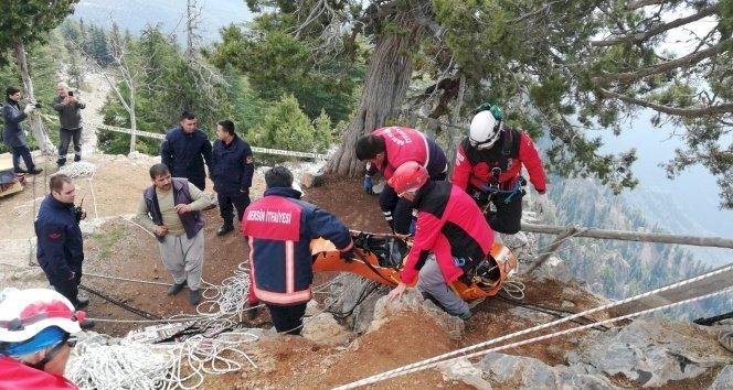 Mersin'de kayıp gencin 200 metrelik uçurumda bulunan cesedi çıkarıldı