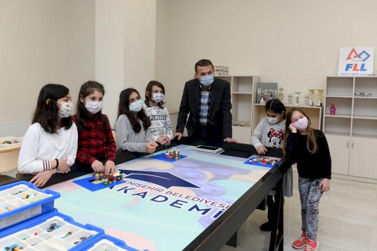 Yenişehir'de geleceğin bilim insanları yetişiyor